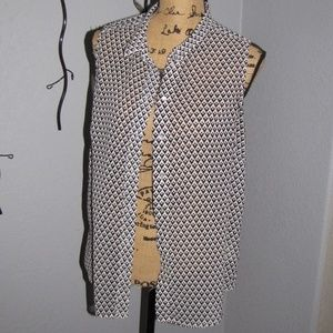 H & M Black and White Sleeveless blouse button